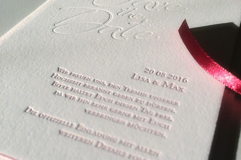 papierliebe-hochzeitseinladung-papeterie-letterpress-save-the-date-farbschnitt