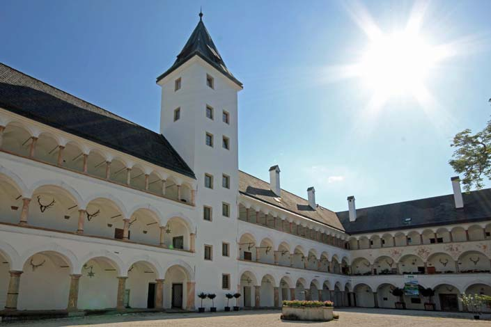 Landschloss_Parz_Schlosshof_©Landschloss Parz