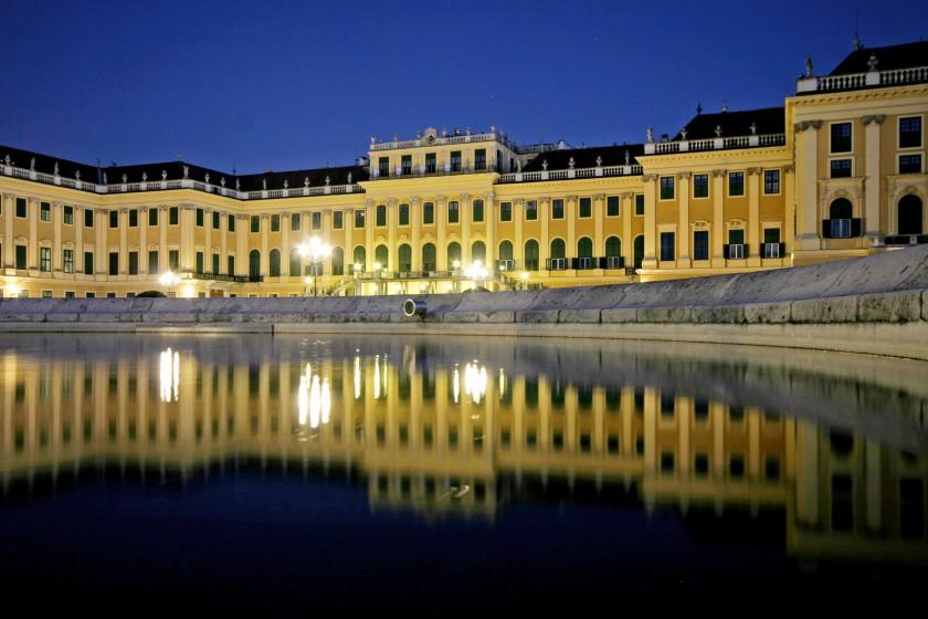 Schloss_Nacht_Spiegelung02