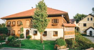Der Loryhof