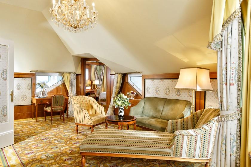 Bristol_Penthouse Suite Salon_lowres_13x18