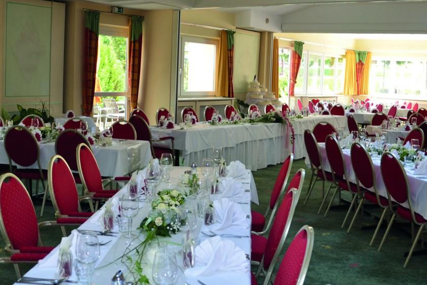Saal weiß einzel mit Brauttisch