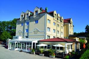aussen Hotel 300cmyk mit sonne