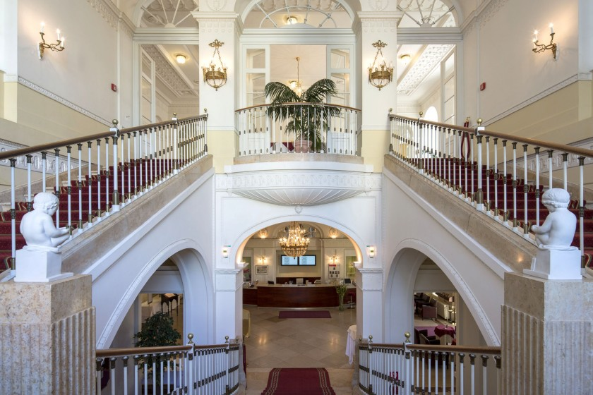 Austria Trend Hotel Schloss Wilhelminenberg_Prunkstiege