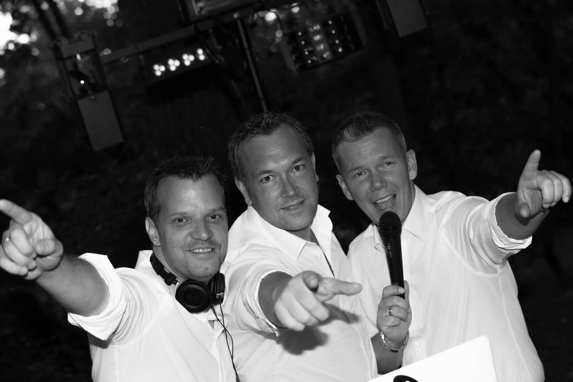 awesome DJs