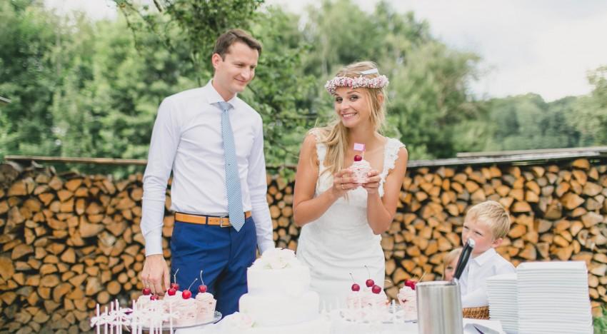 Traditionelle Hochzeitstorte Oder Aussergewohnliche Cupcakes