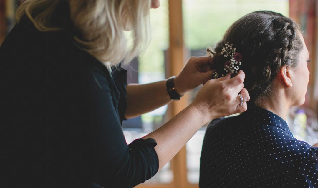 Haarschmuck und Blumenkränze