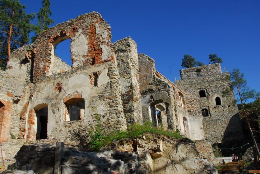 5 Ruinenmauern
