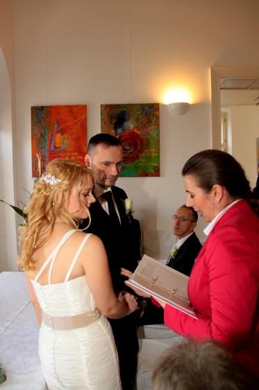 Der Ehebund wird gesegnet