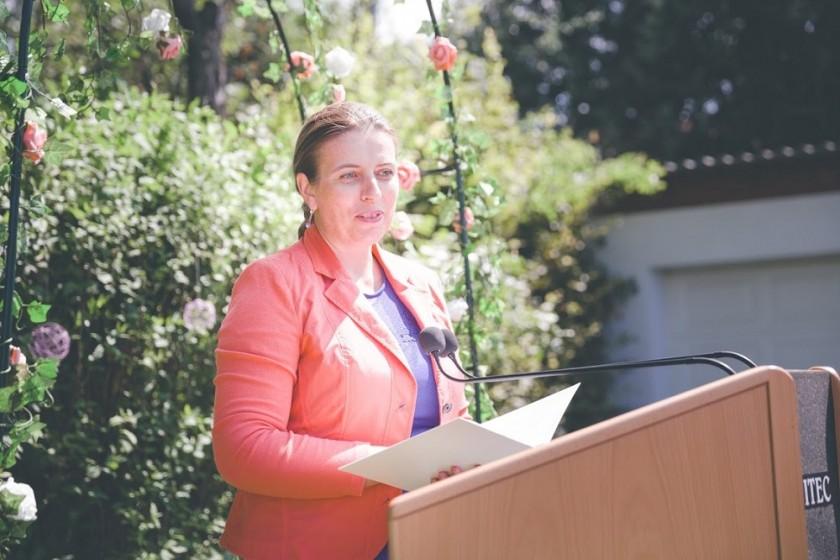 Rednerin-Diana-Albu-Lisson-bei-der-Ansprache