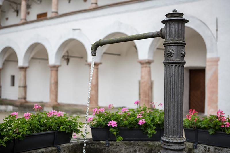 Schloss_Parz_Grieskirchen-Schlosshof mit Brunnen (c)Sandra Gehmair 8