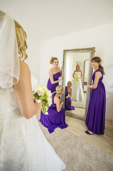 wedding_bridemaids_bride_beforeceremony