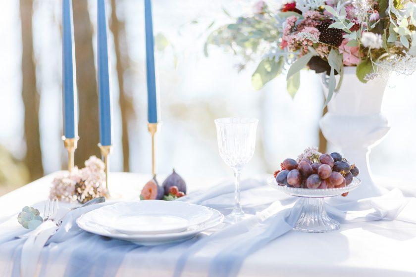 Stausee-blau-gold-Tischdekoration by Fotograf und Fee