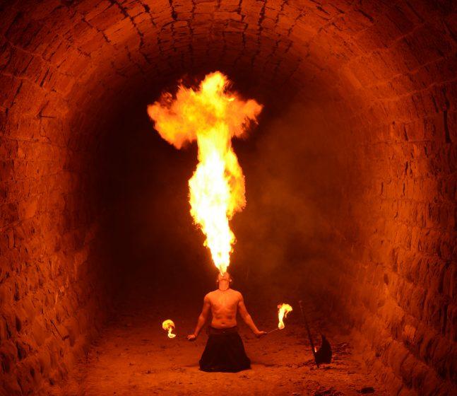 Feuerspucken-- Tunnel