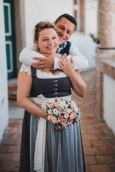 Hochzeit_Gmunden_Schloss_Orth_Brautpaar_Tracht