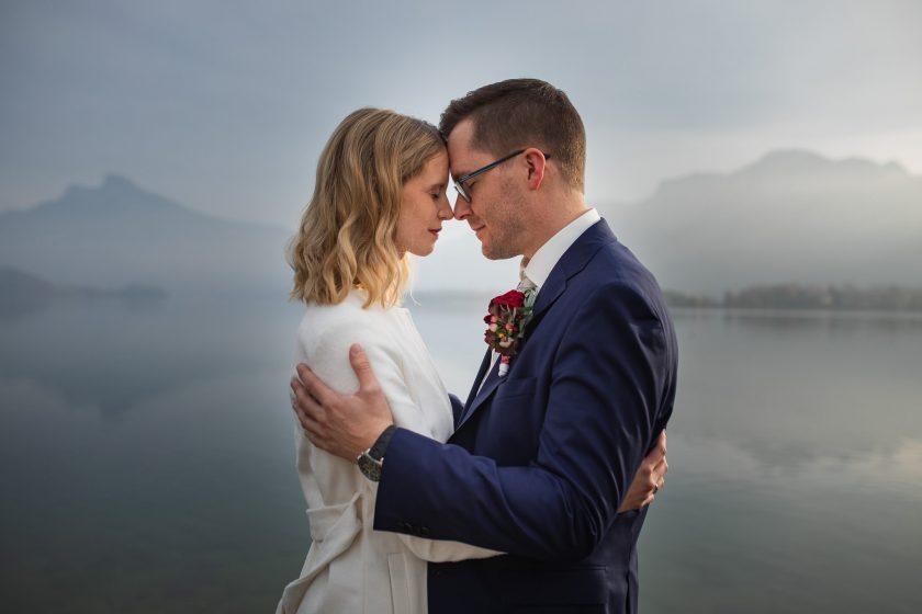 Paar_Mondsee_Hochzeit_Herbst_Brautpaar