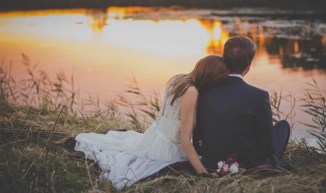 Hochzeit am See – So heiratet ihr romantisch am Wasser