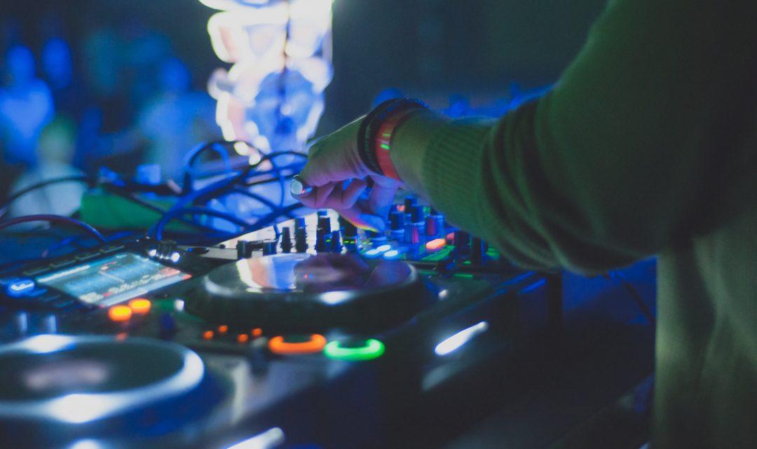 Unsere 5 Tipps für die Wahl des richtigen Hochzeits-DJ