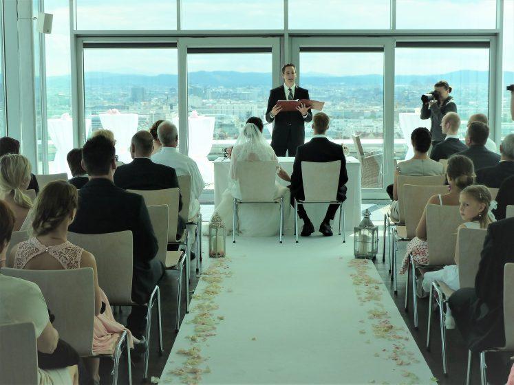 Sky Lobby - Zeremonie mit weißem Teppich