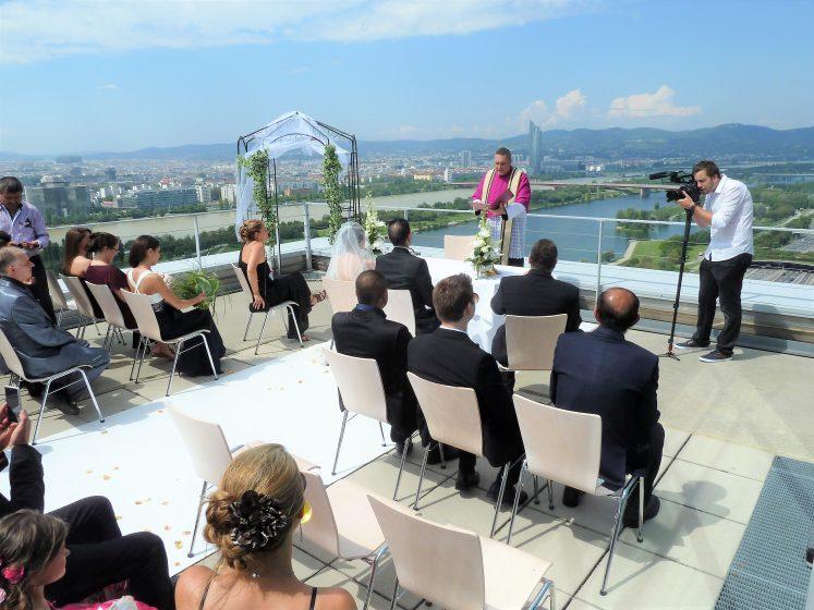 Terrasse - Zeremonie mit Pfarrer