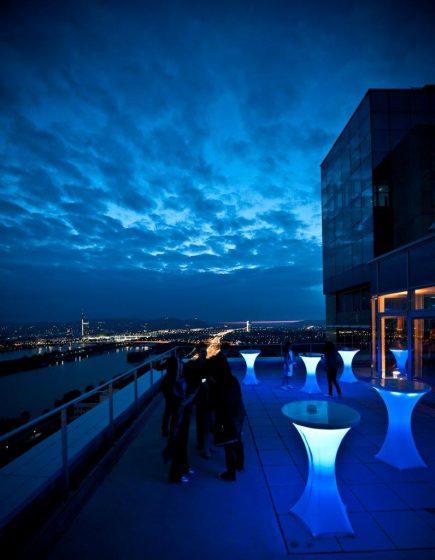 Terrasse - beleuchtete Stehtische