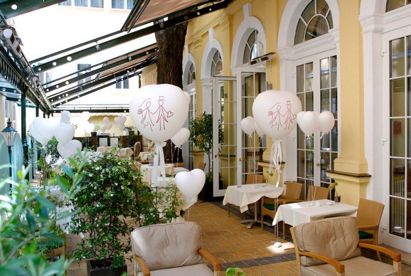 Aperitif im Hofgarten(c)Schick Hotels
