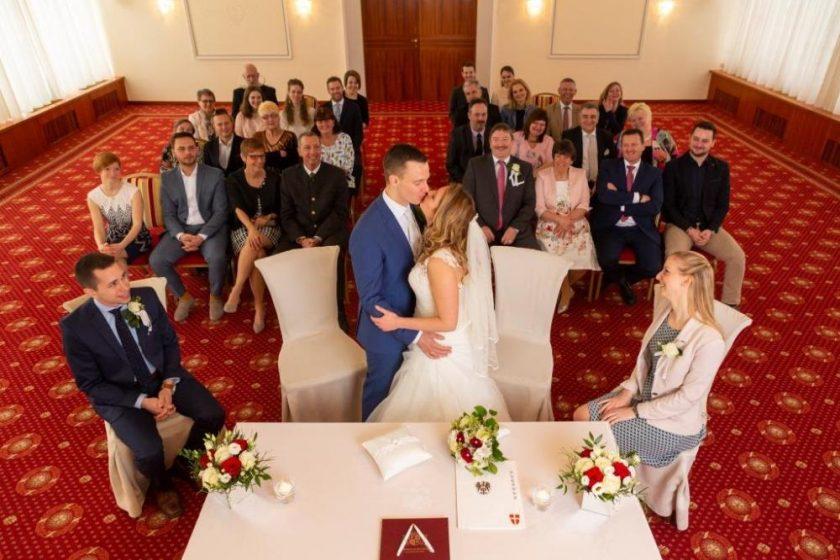 Hochzeitskuss(c)Schick Hotels