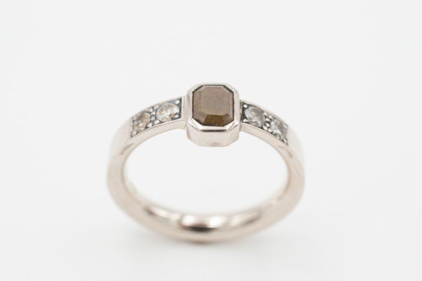 Elisabeth Habig, Verlobungsring, 8 Eckiger Diamant