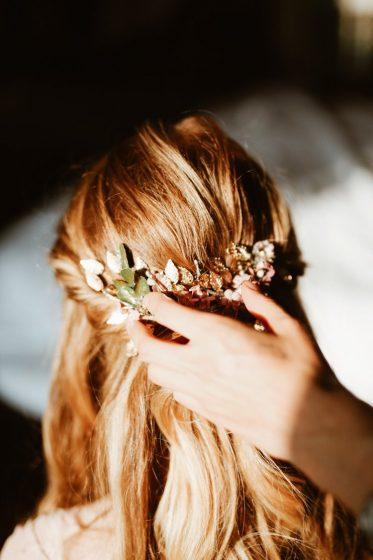 WeAreFlowergirls-Blumenkranz-Flowercrown-Hochzeit-Wedding-Flowers-Blumen_Haarlamm