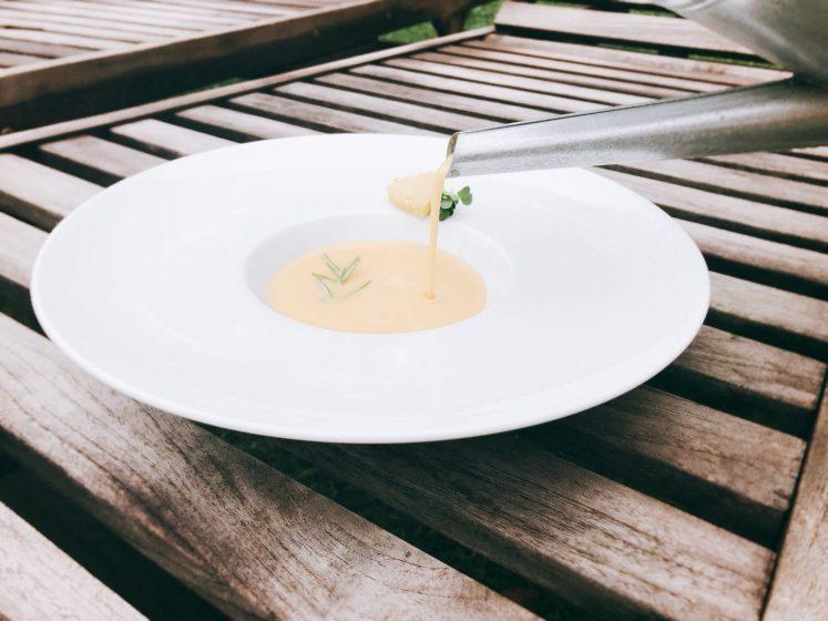 Suppe aus der Gießkanne