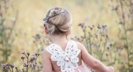 Das perfekte Blumenmädchenkleid