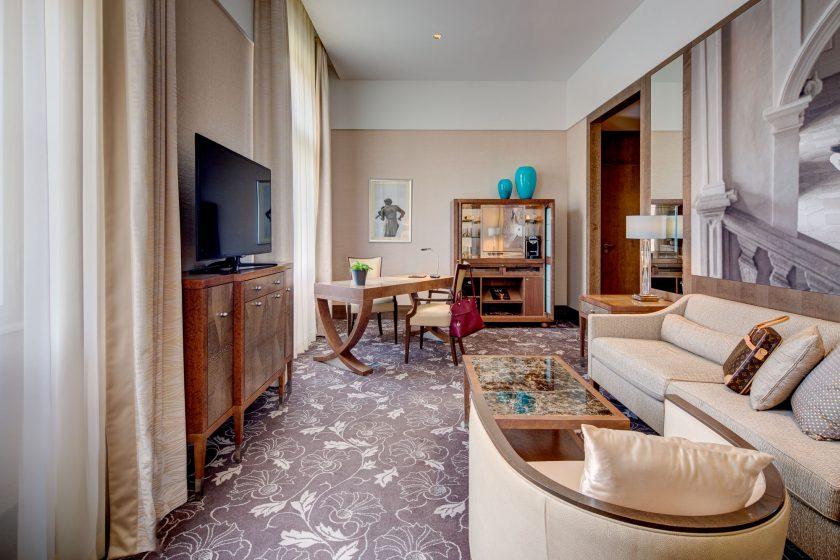 KIVIE1 - Ring Suite - Living Room 3