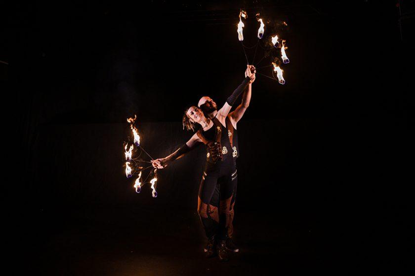 Feuershow entacht die Liebe
