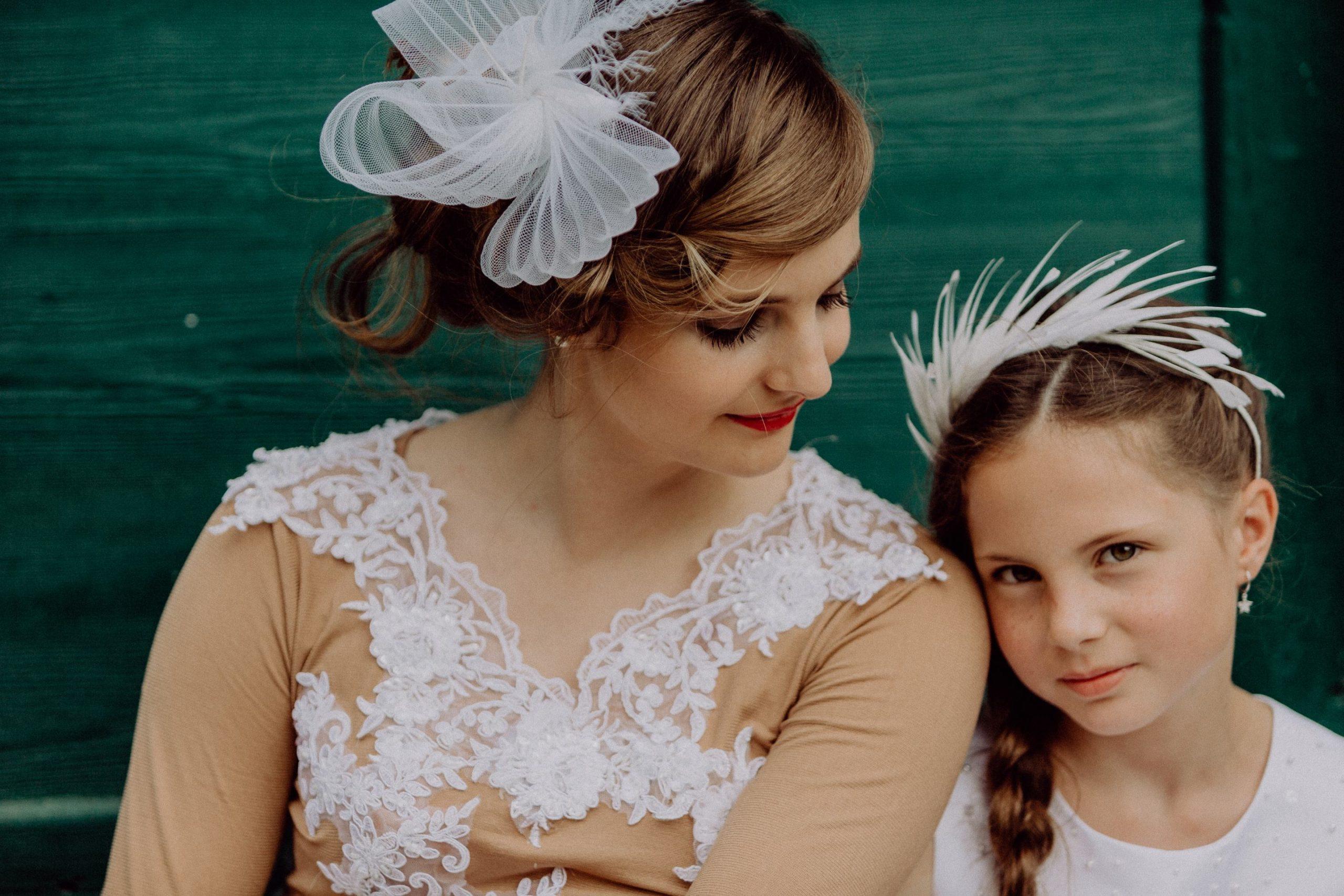 Claudia Gams – Die Hutmacherin (Blütenkränze, Blumenkränze, Fascinator, Haarschmuck)