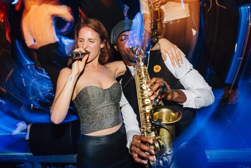 Sängerin Saxophonist Buket Nate