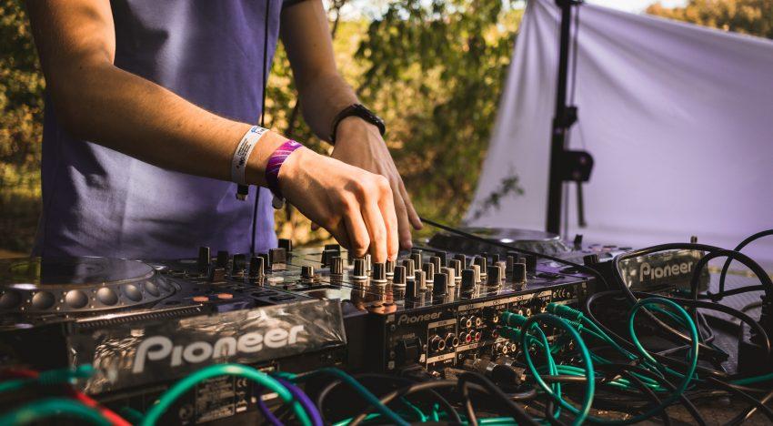 Durchschnittliche Kosten für Hochzeits-DJs in Tirol