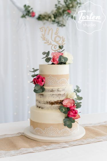 Das_Tortenstudio_Hochzeitstorte_Buttercreme_Semi_Naked_Cake_essbare_Spitze_Rosen--2