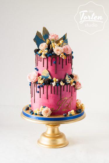 Das_Tortenstudio_Hochzeitstorte_Drip_Cake_Popcorn_gold_pink_blau-9014