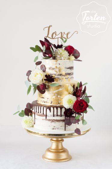 Das_Tortenstudio_Hochzeitstorte_Semi_Naked_Cake_Blattgold_Drip_Rot_Gold-8942