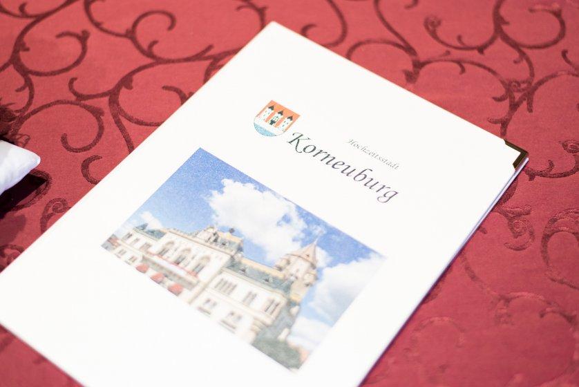 standesamt-korneuburg_hochzeitslocation_constantin_wedding_20180914112553329028