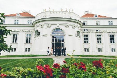 palais-schnburg_hochzeitslocation_mit_federn_&_posaunen_20190125220748985089