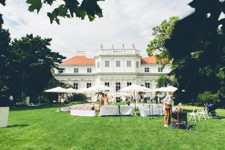 palais-schnburg_hochzeitslocation_mit_federn_&_posaunen_20190125220755492059